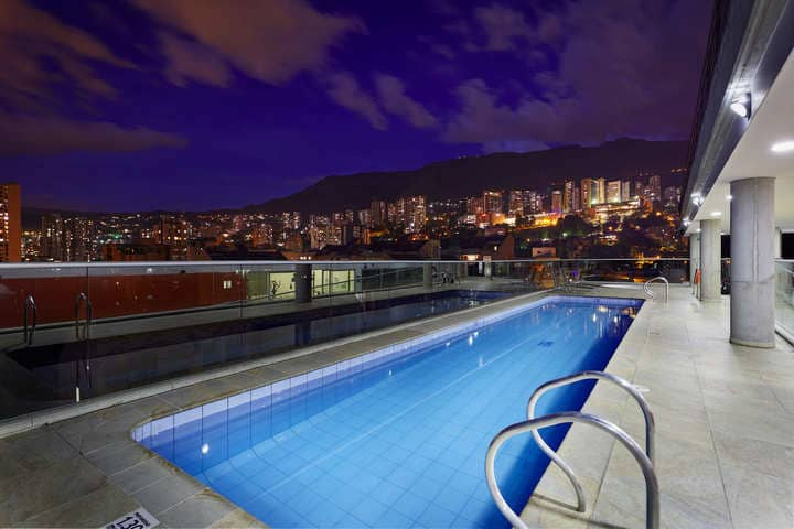 Roof top pool Pic 1